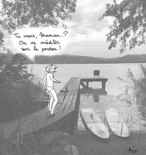 Une petite fille invite sa mère à aller méditer sur un ponton en bord de lac